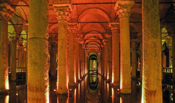 İstanbul'un Tarihsel Gelişimi İçinde Yağmur Suyu Yönetimi class=